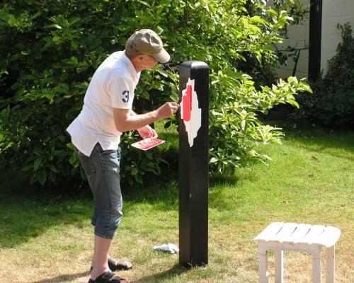 Kaj Otto er grafiker og billedkunstner og har malet mange skønne malerier på lærreder. Se bare www.kajotto.dk.