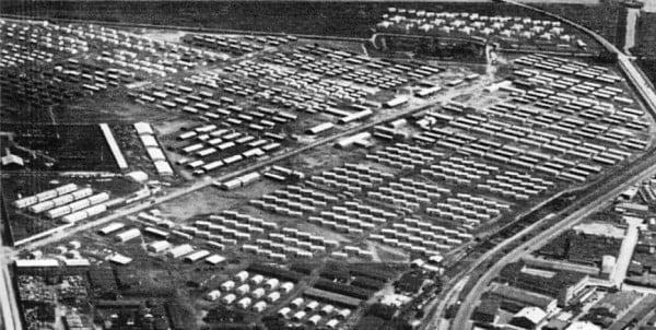 Efter 2. verdenskrig husede Danmark 240.000 flygtninge - primært kvinder og børn fra Østyskland. Flygtningelejren Kløvermarken på Amager åbnede den 28. november 1945 og lukkede i 1947.  Dog blev enkelte flygtninge boede til 1949.  I 1946 husede lejren 17.798 flygtninge. Da lejren lukkede blev barakkerne solgt billigt til folk der selv skulle adskille og fjerne elementerne, som barakkerne bestod af. På trods af at min far ikke var gør-det-selv mand, købte han en af de mange barakker, og med gode venners hjælp blev den til vores dejlige hyggelige sommerhus.