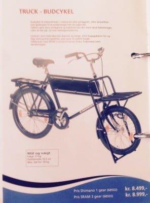TRUCK BUDCYKEL er det navn cyklen forhandles under i Danmark af Kildemoes. Men cyklen er svensk og kommer fra Monark Exercise.