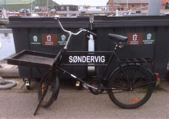 Jeg ved ikke hvem Søndervig er i Hundested. Men feriebyen Søndervig ved Ringkøbing har det til fælles med Hundested at begge byer har en årlig sandskulpturfestival. I 2016 er temaet i Søndervig Afrikas dyr.